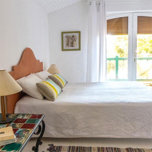 Une vue romantique : La chambre des mimosas